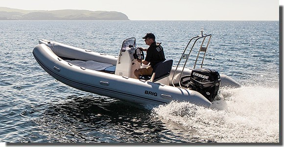 location-bateau-moteur-semi-rigide-hyères-brig-falcon-3